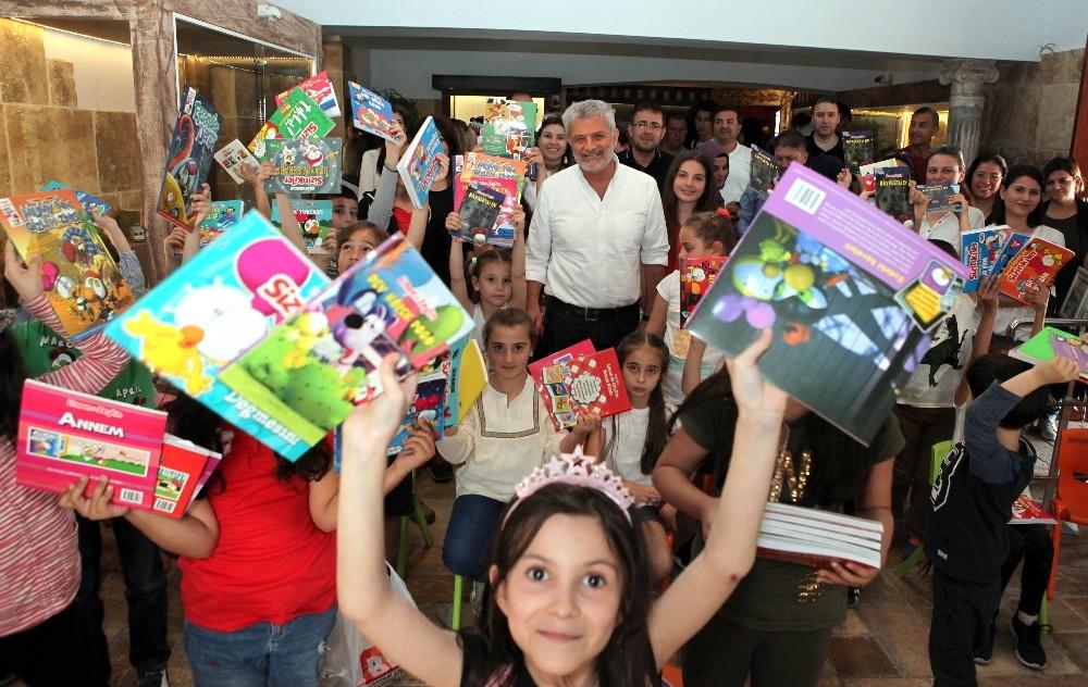 Salih Memecan Oyuncak Müzesi'nde Antalyalı çocuklarla buluştu