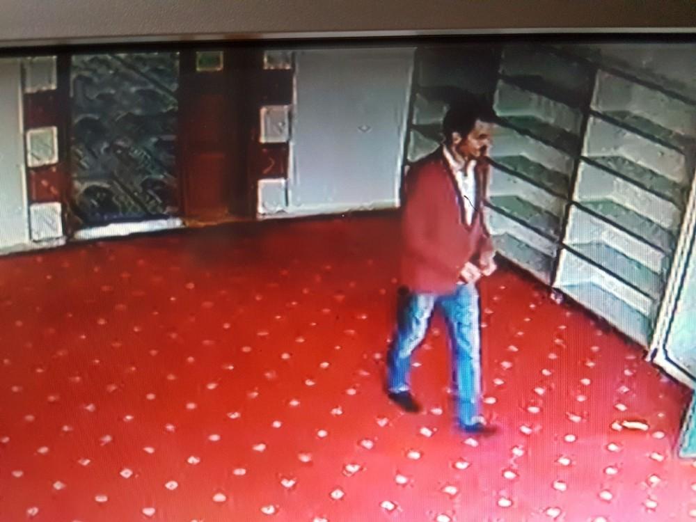 Şık giyimli cami hırsızı