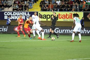 Spor Toto Süper Lig: Aytemiz Alanyaspor: 1 – Galatasaray: 2 (İlk Yarı)