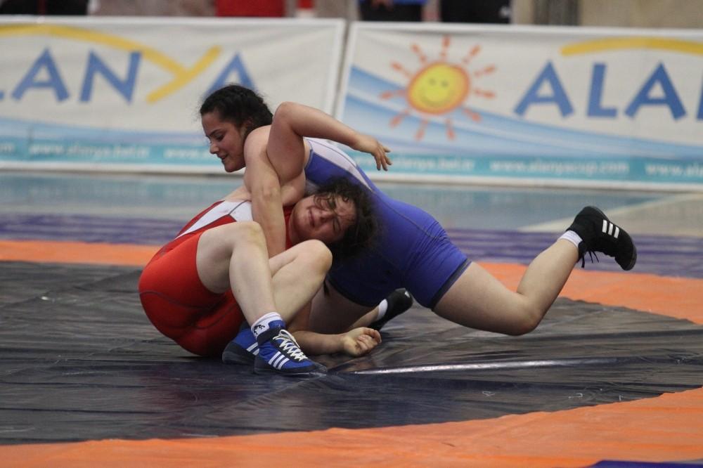 Türkiye U23 Kadınlar Güreş Şampiyonası, Alanya'da başladı