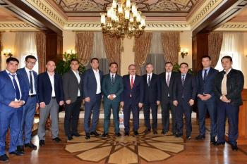 Vali Karaloğlu, Özbekistanlı turizmcileri ağırladı