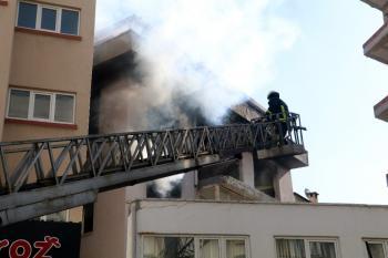 Valilik yakınında korkutan yangın