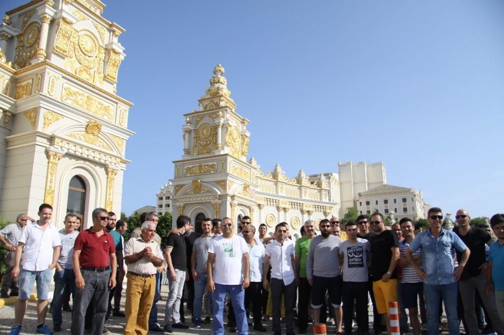 1.4 milyar dolarlık Mardan Palacea'nın önünde işçinin alacaklı eylemi
