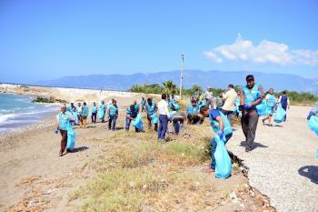 52 Hükümlü sahilde temizlik yaptı