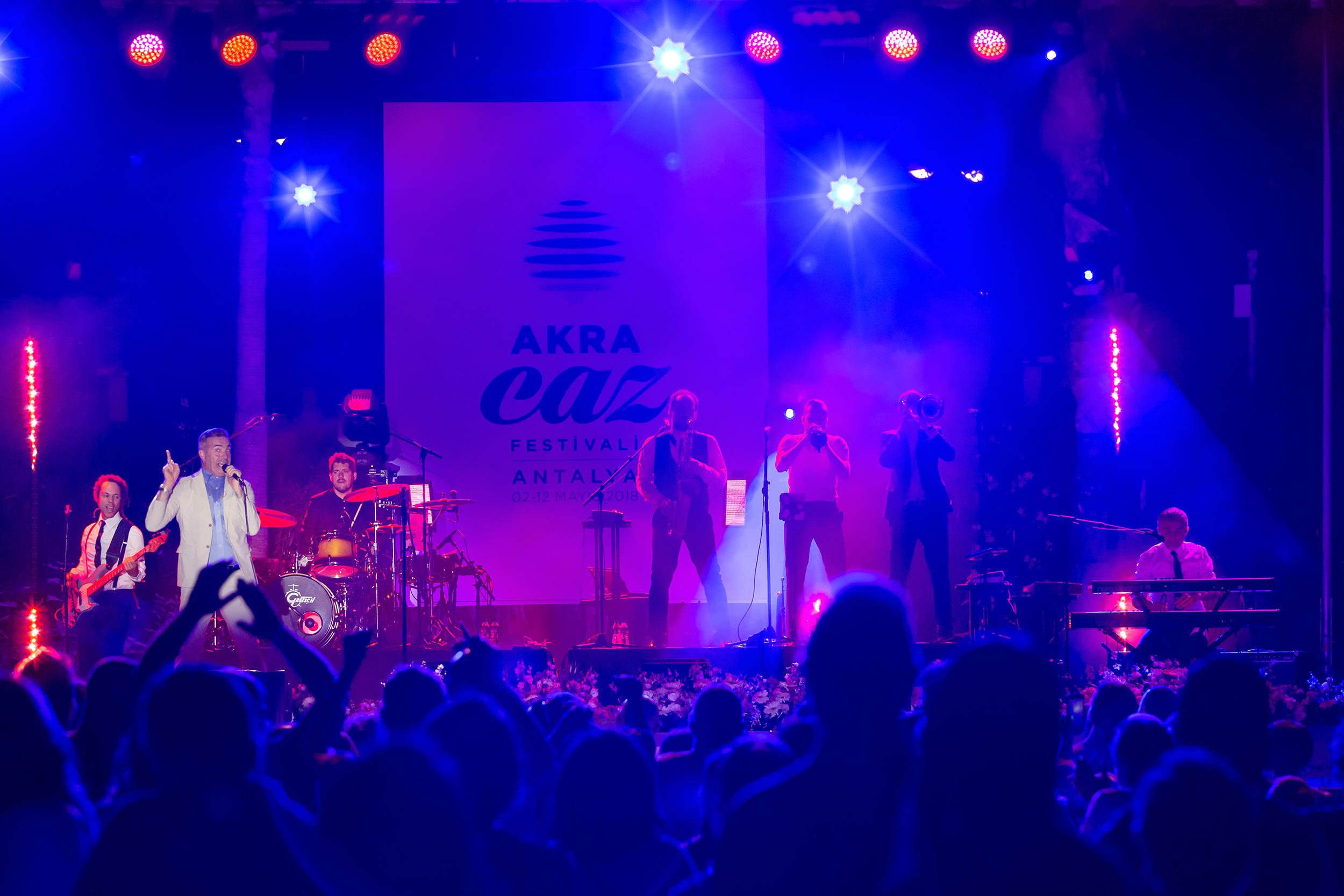 """Akra Caz Festivali'nde Fransız grup """"Electro Deluxe"""" sahne aldı"""