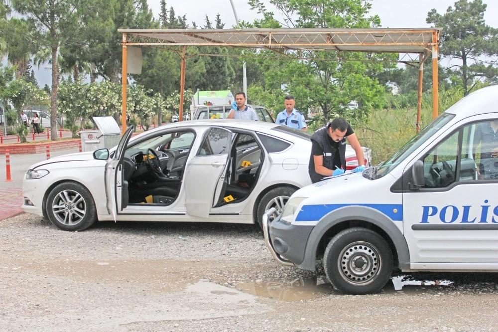 Adliye önünde bekleyen şüpheli araçtan 2 adet tabanca çıktı