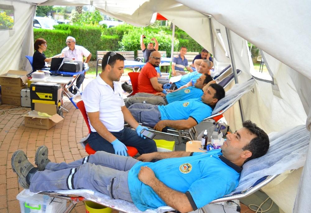 Alanya Belediyesi'nden Kızılay'a kan bağışı