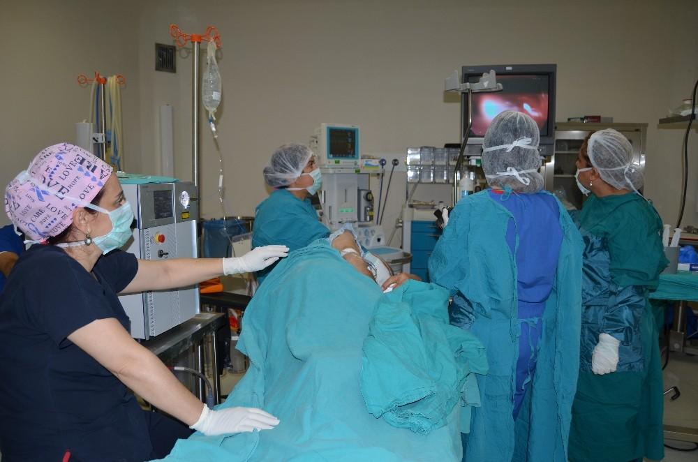 Alanya'da lazerle mide tümörü ameliyatına başlandı