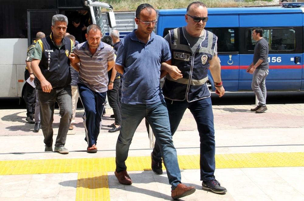 Alanya'daki fuhuş operasyonunda gözaltına alınan 14 şüpheli adliyede