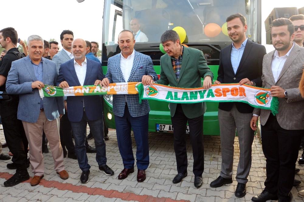 Alanyaspor'a otobüs hediye edildi