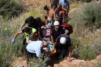 Antalya'da falezlerde imece usulü kurtarma