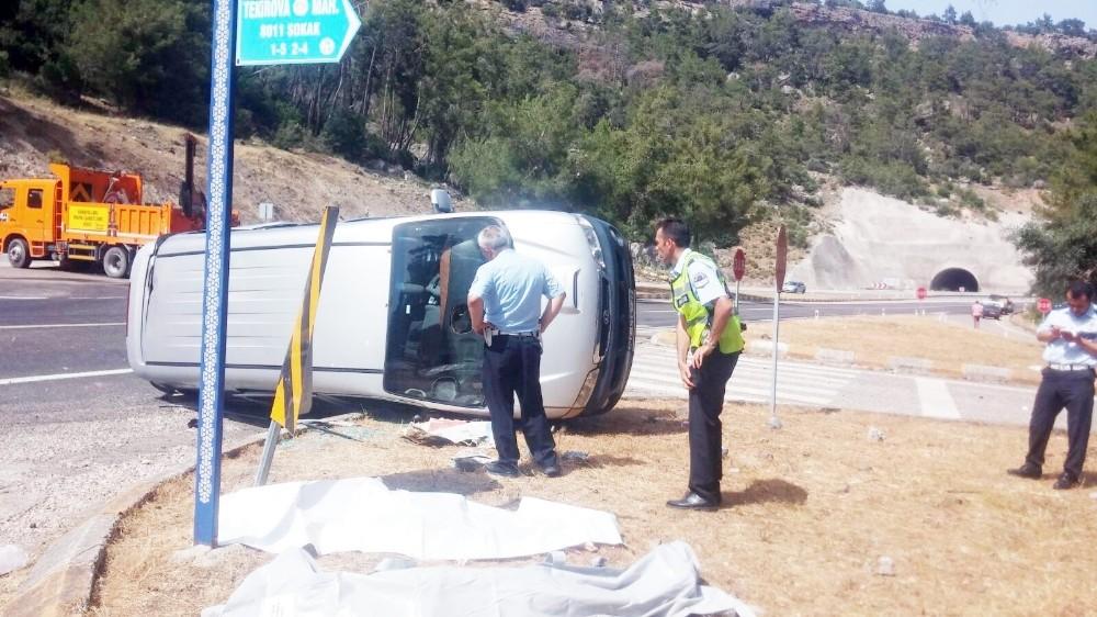 Antalya'da Güney Koreli turistleri taşıyan minibüs kaza yaptı: 4 ölü