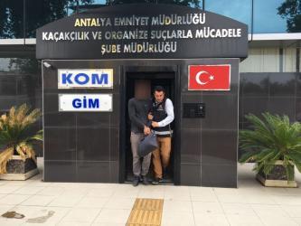 Antalya'da kaçak pırlanta operasyonu