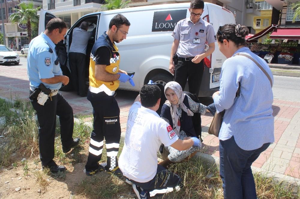 Antalya'da para nakil aracı yaşlı kadına çarptı