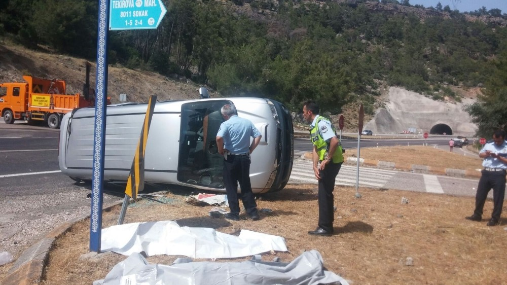 Antalya'da trafik kazası: 4 ölü, 2 yaralı (1)