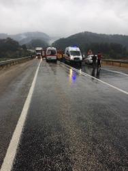 Antalya'da yolcu otobüsü ile otomobil çarpıştı: 2 ölü, 4 yaralı (2)
