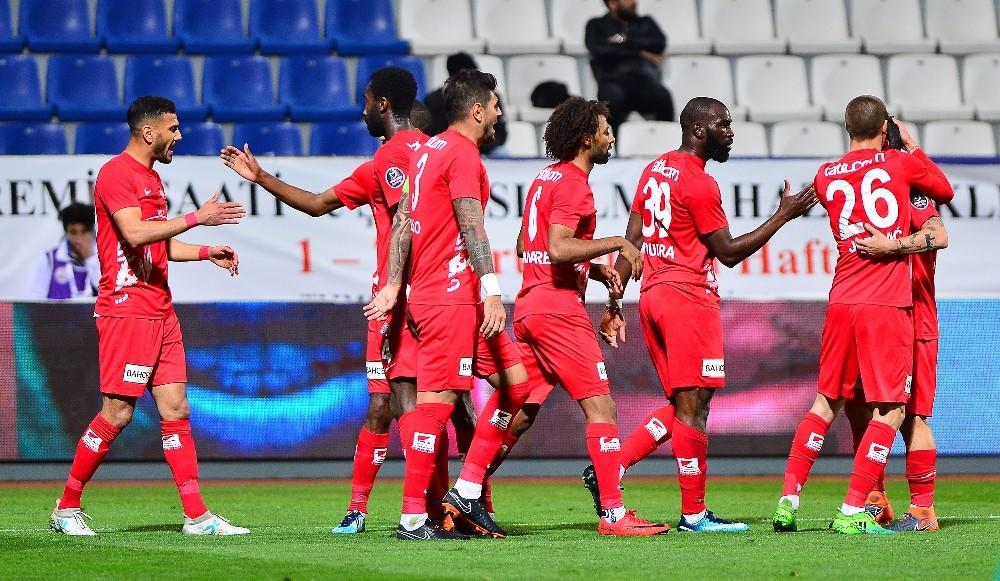 Antalyaspor'da Charles cezası nedeniyle Başakşehir maçında yok