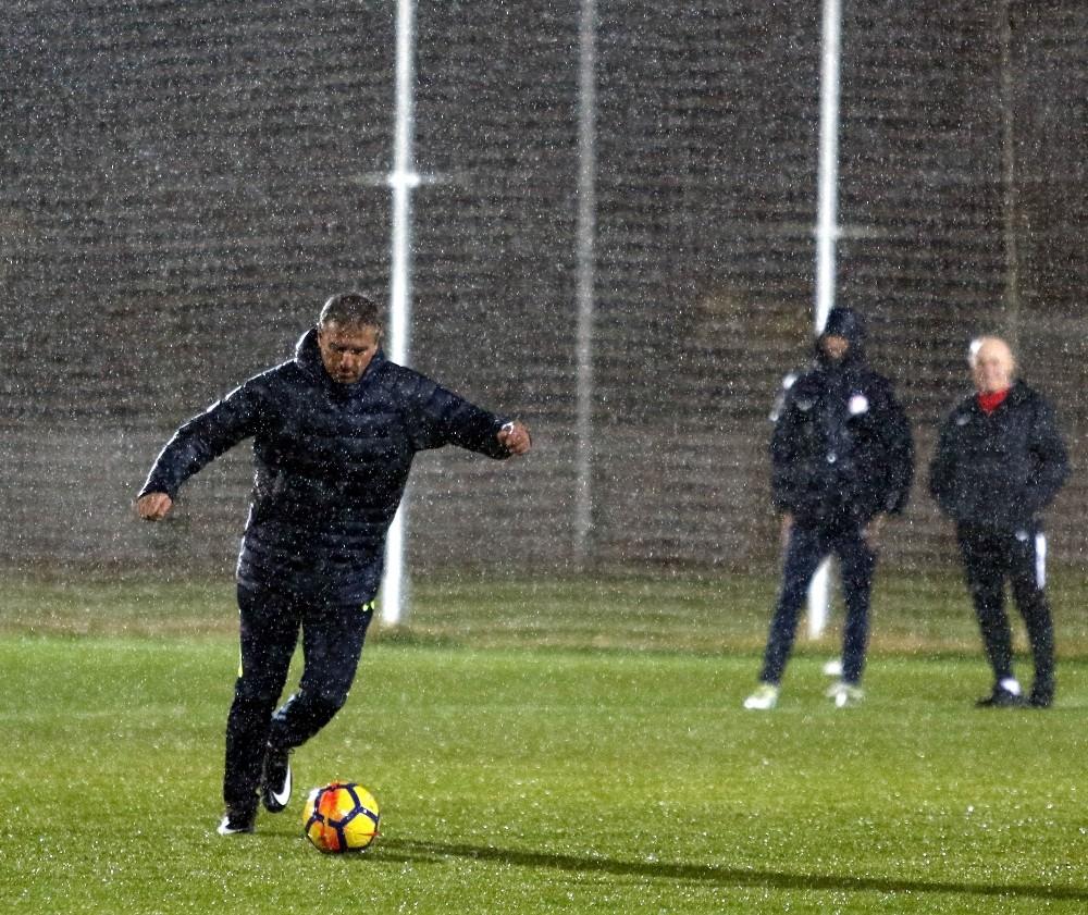 Antalyaspor'da Hamza Hamzaoğlu farkı