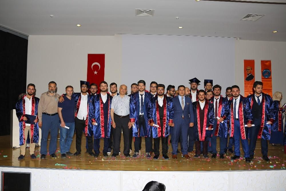 AÜ İlahiyat Fakültesi'nde Coşkulu Mezuniyet Töreni
