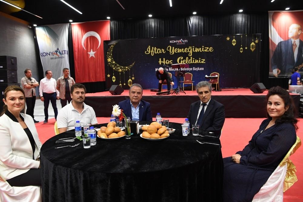 Başkan Böcek'ten geleneksel iftar yemeği