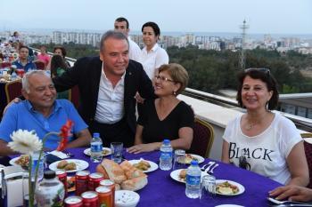 Başkan Böcek'ten şehit ailelerine iftar