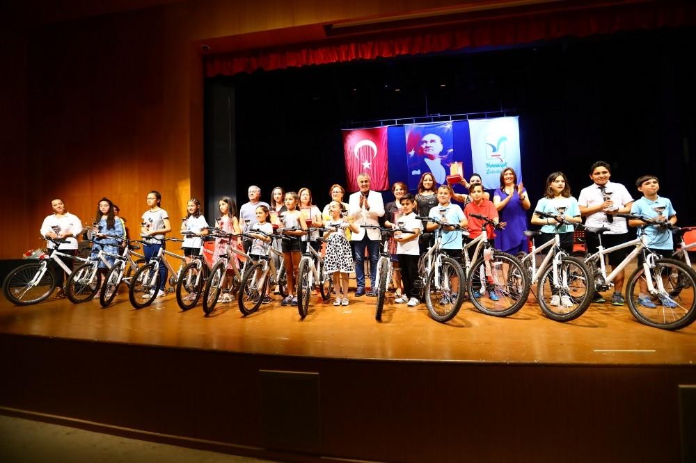 Başkan Sözen'den öğrencilere ödül