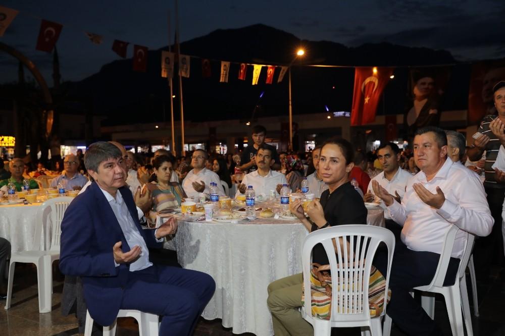 Başkan Türel Kemerliler ile iftar açtı