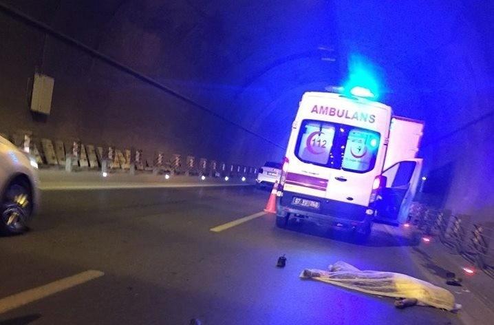 Bisikletlilere çarpan 2 sürücü gözaltı alındı