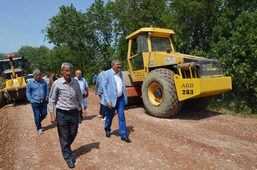 Döşemealtı'na 4 yılda 107 kilometre asfalt