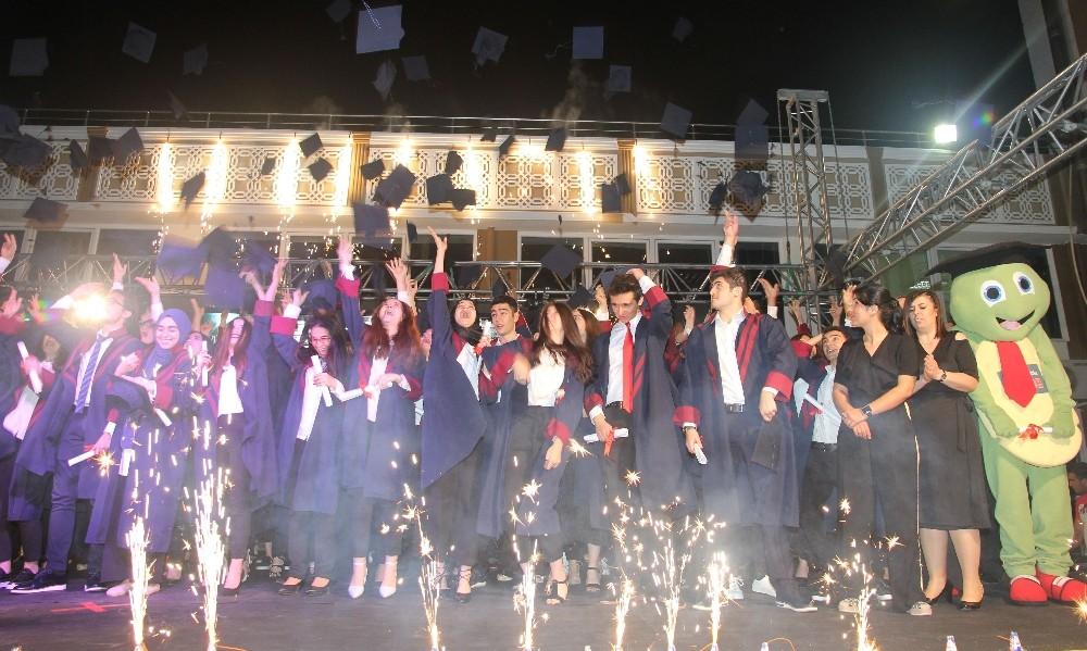 Envar Kolejinde mezuniyet coşkusu
