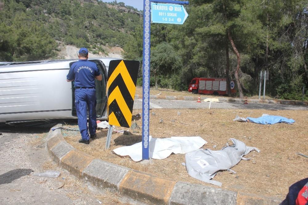 Güney Koreli turistler kiralık minibüsle ölüme gitti