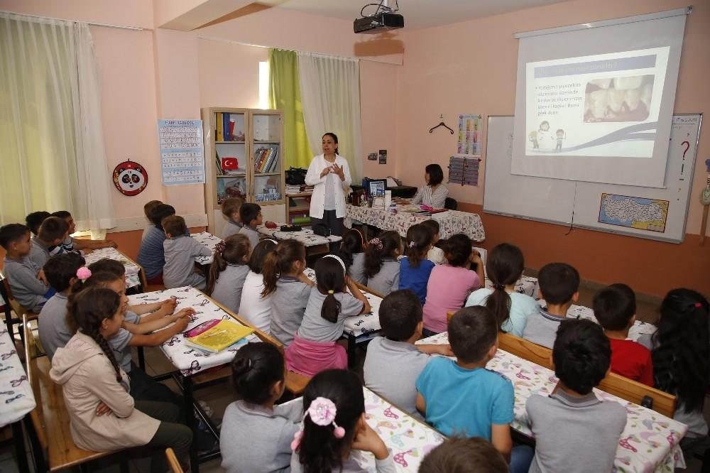 İlkokul öğrencilerine diş sağlığı eğitimi