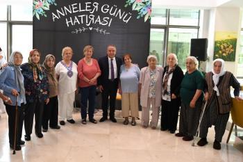 Konyaaltı Yaşlılar Kreşi'nde 'Anneler Günü' coşkusu