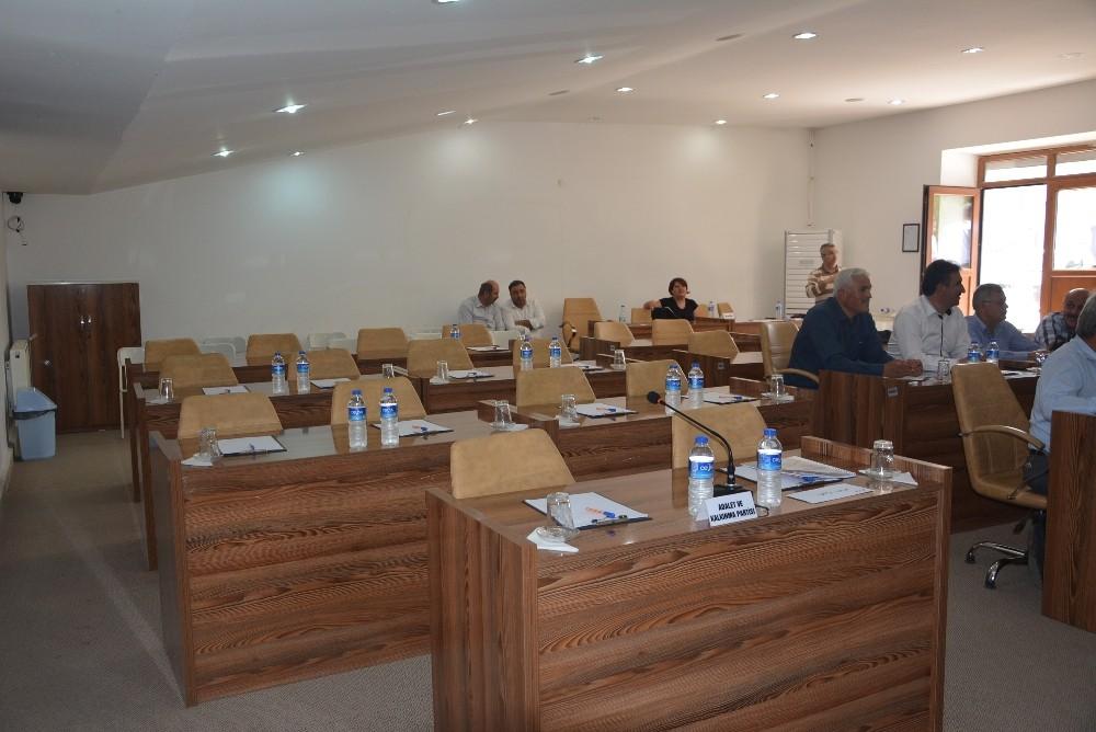 Korkuteli Belediye Meclisi çoğunluk sağlanamayınca ertelendi