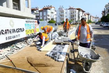 Manavgat Belediyesi'nden yol, kaldırım ve park çalışmaları