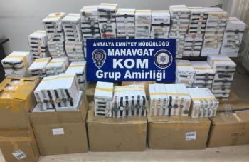 Manavgat'ta 7 bin 900 adet kaçak saat ele geçirildi