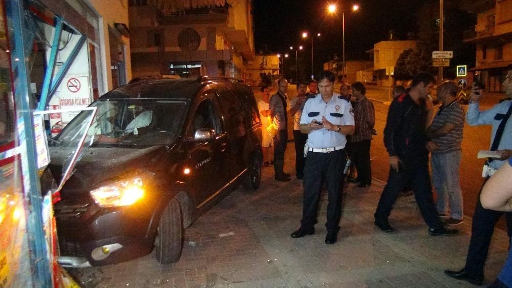 Manavgat'ta alkollü sürücü otomobiliyle markete girdi