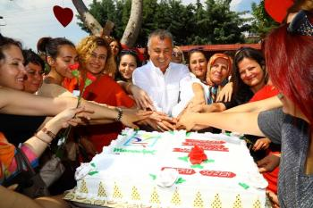 Minik yüreklerden annelere anlamlı kutlama