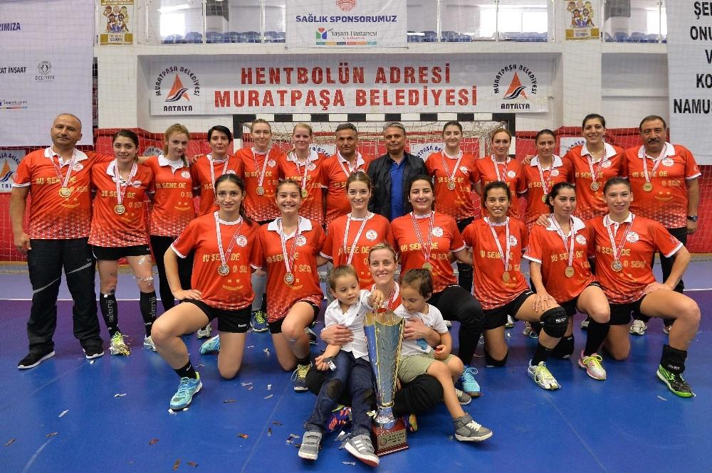 Muratpaşa Belediyespor kupasını Anneler Günü'nde aldı