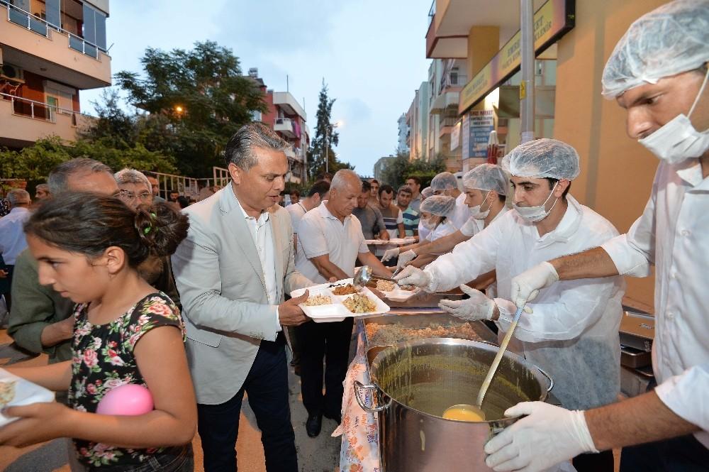 Muratpaşa Dutlubahçe'de iftar sofrası kurdu