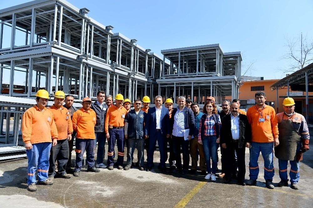 Muratpaşa, ürettiği çöp konteynerlerini belediyelere satıyor
