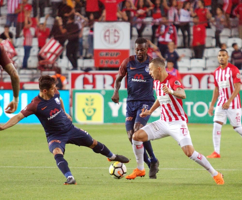 Spor Toto Süper Lig: Antalyaspor: 0 – Başakşehir: 1 (İlk Yarı)