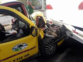Ticari taksi ile otel servis otobüsü çarpıştı: 1 yaralı
