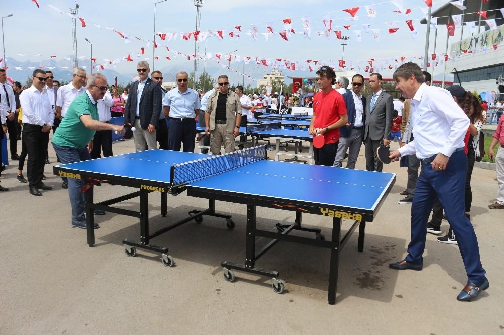 Vali Karaloğlu ve Başkan Türel karşılıklı tenis oynadı