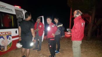 Yamaç paraşütü yaparken düşen 2 kişiyi AKUT kurtardı