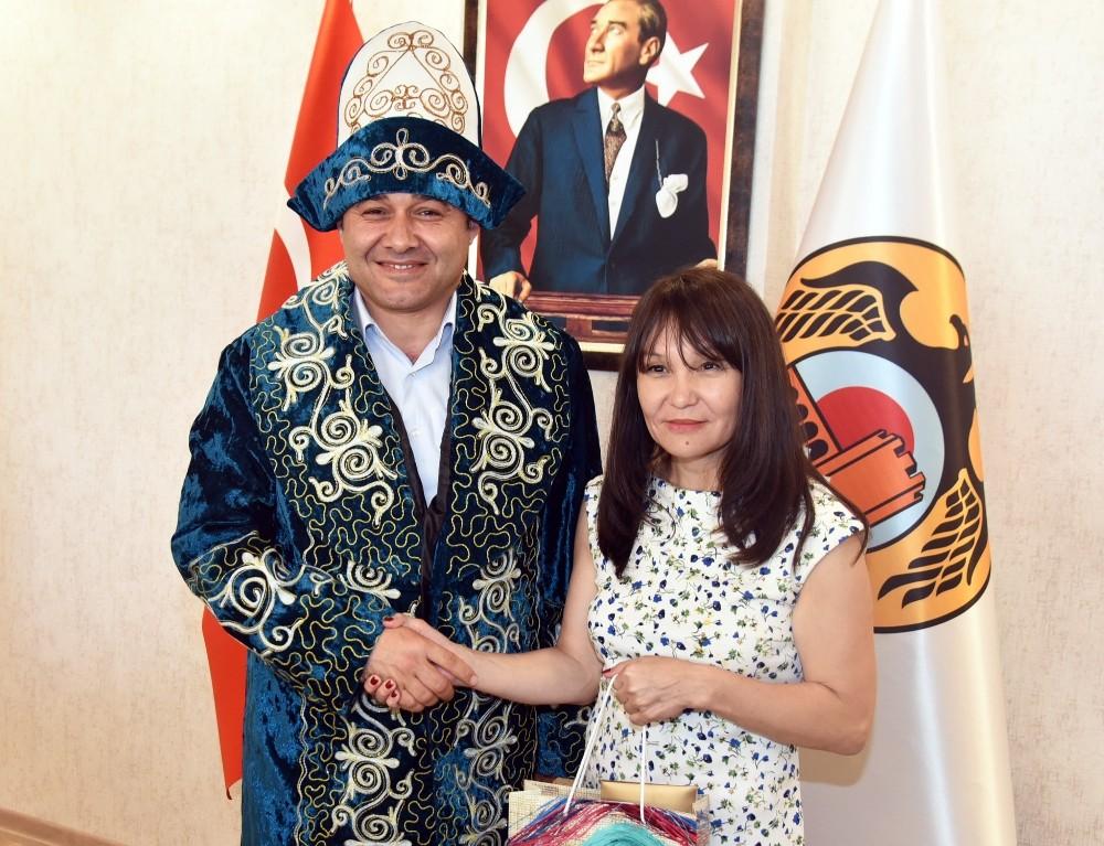 Yücel, Kazak Gazetecileri ağırladı