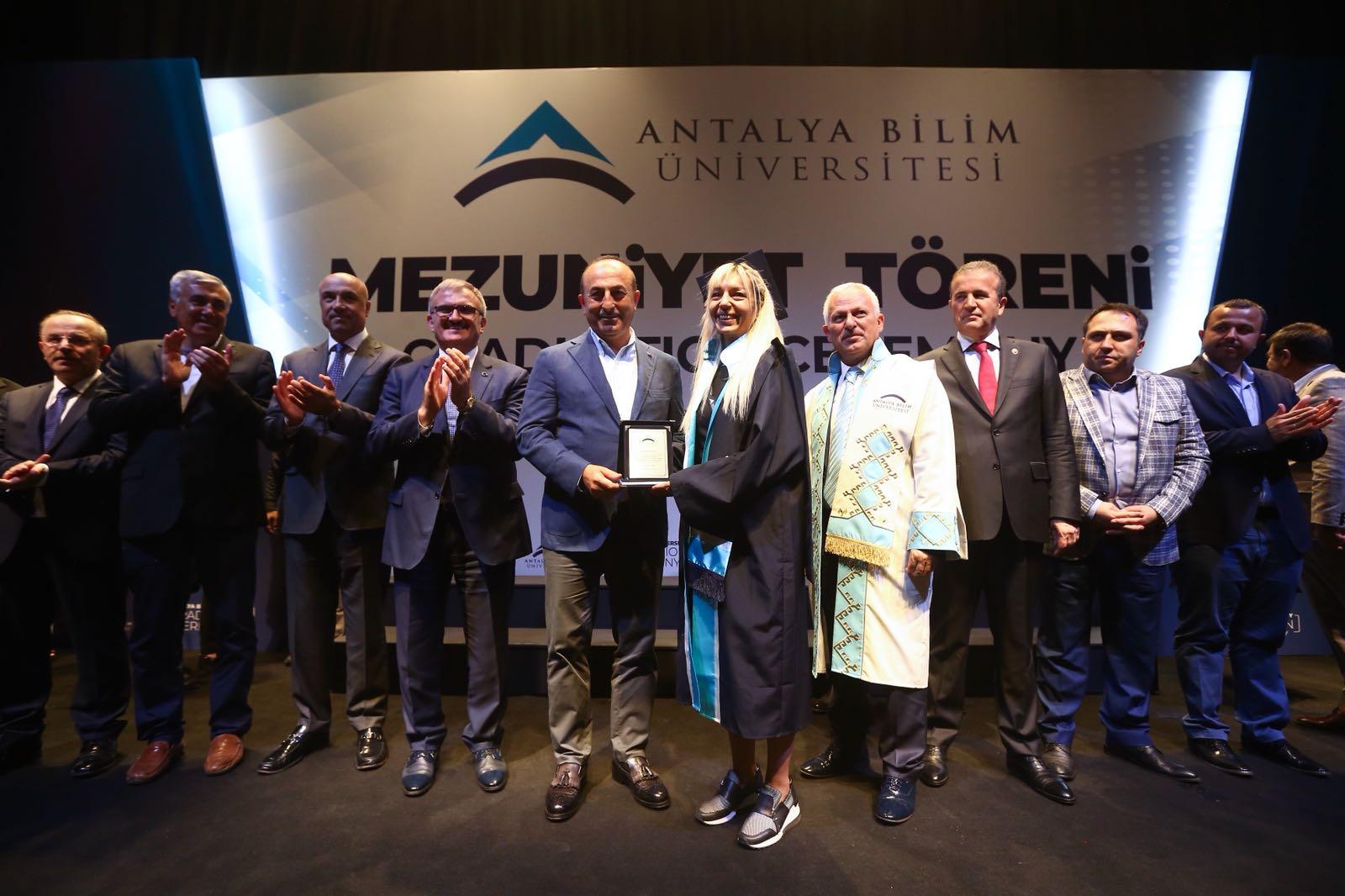 Antalya Bilim Üniversitesi'nde mezuniyet çoşkusu