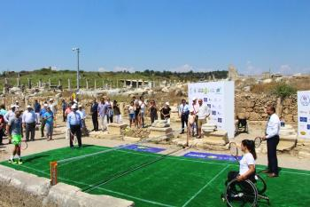 2700 yıllık tarihi Perge'nin surları arasında ilk tenis maçı