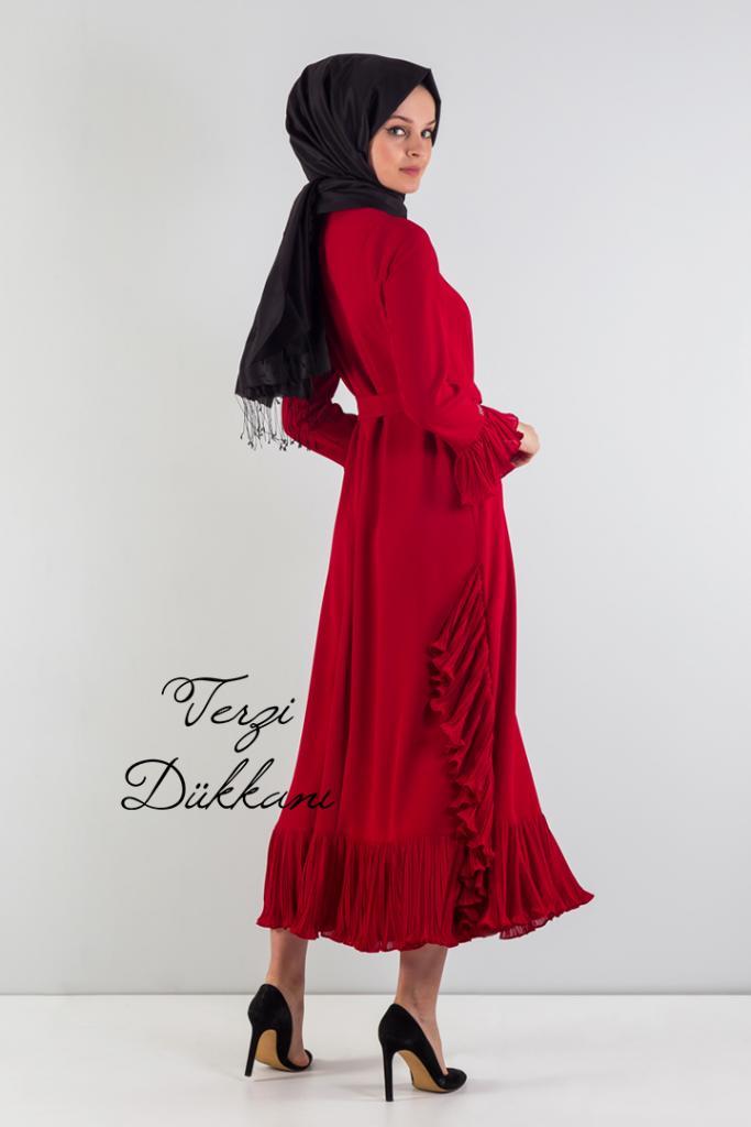 3318c3cfa18d9 Bu şekilde giyinmeye dikkat edilen kapalı hanımların bir çok seçeneği  elinin altında bulunmaktadır. Şal, tunik, ferace tesettür giyimde en çok  tercih edilen ...