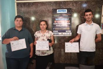 AKMEK kursiyerlerine iş garantili sertifika